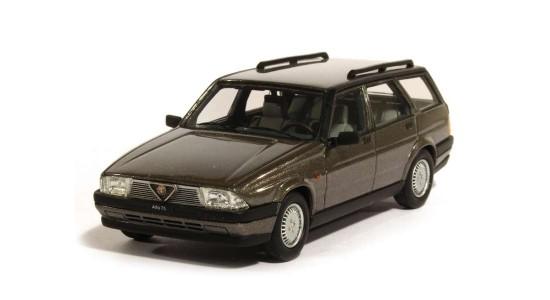 Масштабная модель Alfa Romeo 75 Sportwagon V6 2.5 1986