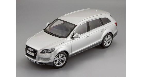 Масштабная модель Audi Q7 2013