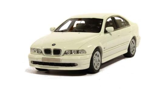 Масштабная модель BMW E39 520i 2002