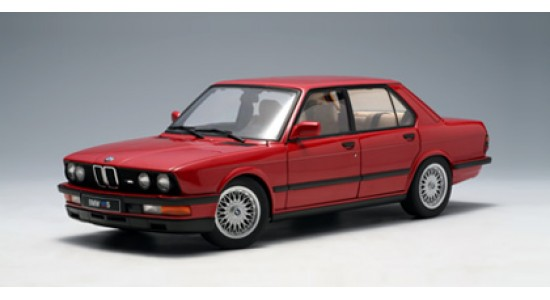 Масштабная модель BMW E28 M5 Shadow Line 1987